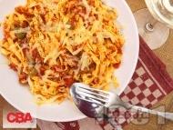 Лингуини паста (фетучини, талиатели) с доматен сос, риба тон, сирене моцарела, пармезан, сос песто и зелени маслини